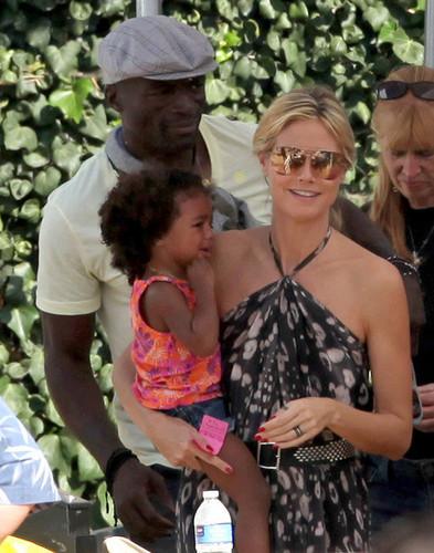 Heidi Klum and Seal Take Their Kids to Mr. Bones Pumpkin Patch in Beverly Hills 3