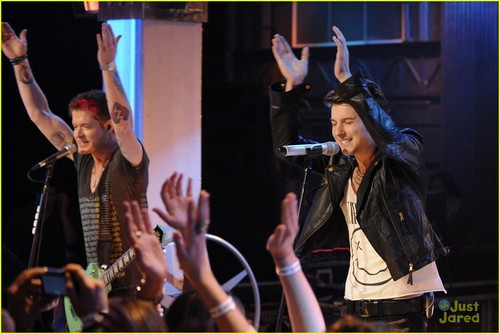It&#39;s New Music Live with Hot Chelle Rae! - hot-chelle-rae Photo