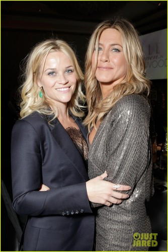 Jennifer Aniston: Elle's Women in Hollywood Tribute with Reese Witherspoon!