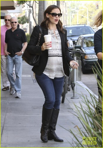 Jennifer Garner: Coffee ngày with a Pregnant Pal!