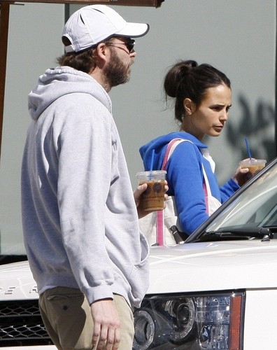 Jordana - Jordana runs errands with her husband in Los Angeles, Feb 20, 2011