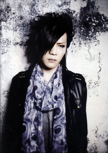 The Gazette achtergrond possibly with a well dressed person called Kai [drums]