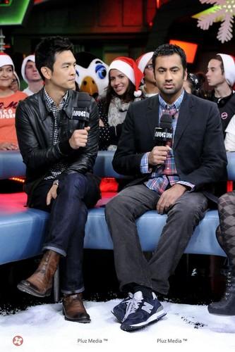 Kal Penn & John Cho on New Музыка Live (October 20, 2011)