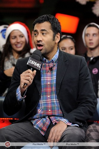 Kal Penn on New Muzik Live (October 20, 2011)