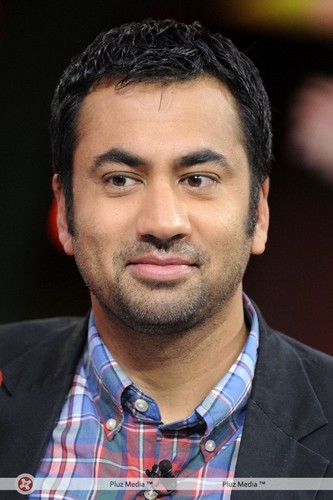 Kal Penn on New 음악 Live (October 20, 2011)