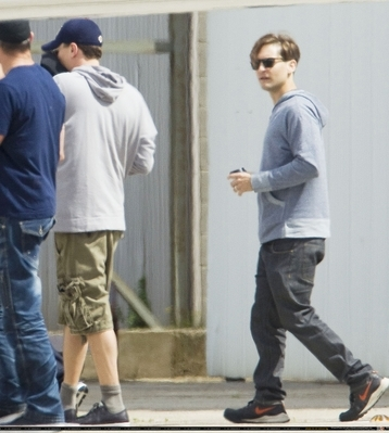 Leo and Tobey maguire at an Australian Zoo