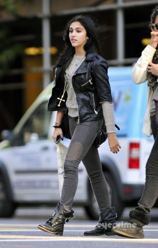 Lourdes Ciccone Leon wallpaper with a hip boot and a business suit called Lourdes Leon seen out shopping in New York, Oct 17
