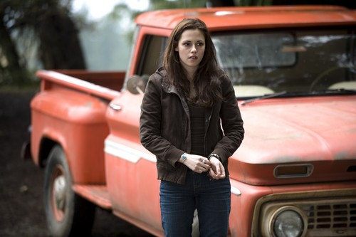 Bella Swan wallpaper probably containing a tailgate, a pickup, and an automobile entitled NEW Moon HQ stills