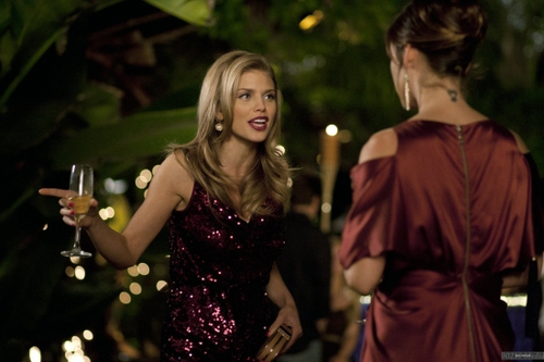 Naomi - Vegas, Maybe? (4x08)