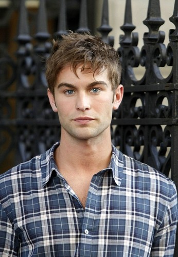 Nate Archibald 壁纸 possibly with a chainlink fence and a 街, 街道 entitled Nate - Gossip Girl - Behind the Scenes, Upper East Side - July 13, 2011