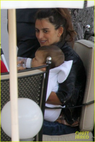 Penelope Cruz & Javier Bardem: Lunch with Leo!