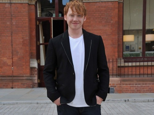 Rupert Grint wallpaper with a business suit, a suit, and a well dressed person titled Rupert Grint Wallpaper