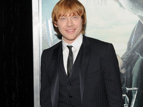 Rupert Grint wallpaper with a business suit, a suit, and a double breasted suit called Rupert Grint Wallpaper