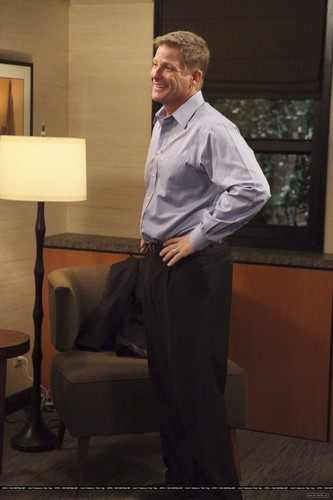 """Desperate Housewives پیپر وال containing a business suit, a suit, and a well dressed person titled 8x08 """"Suspicion Song"""""""