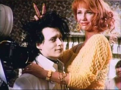 Edward aux Mains d'Argent - fiche du film Behind-the-scenes-edward-scissorhands-26209089-400-300