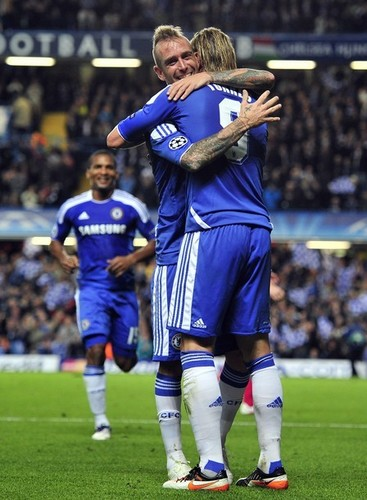 Fernando Torres 壁紙 possibly containing a fullback, a サッカー player, and a フォワード, 前進, 楽しみにして titled Chelsea 5 - 0 Racing Genk