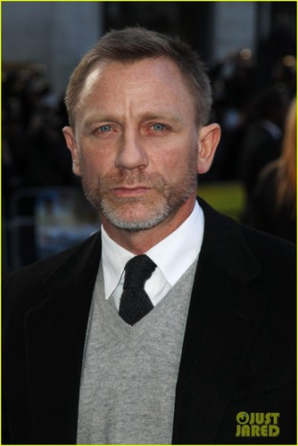 Daniel Craig Hintergrund with a business suit, a suit, and a two piece entitled Daniel Craig: 'Adventures of Tintin' Premiere!
