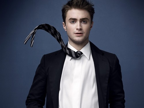 Daniel Radcliff hình nền containing a business suit entitled Daniel Radcliffe hình nền