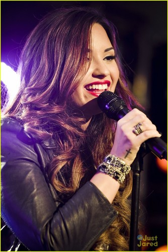 Demi Lovato: Z100 Jingle Ball Performer!