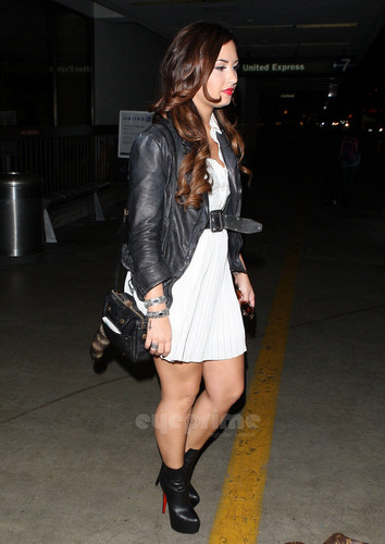 Demi Lovato arrives at LAX, Oct 21