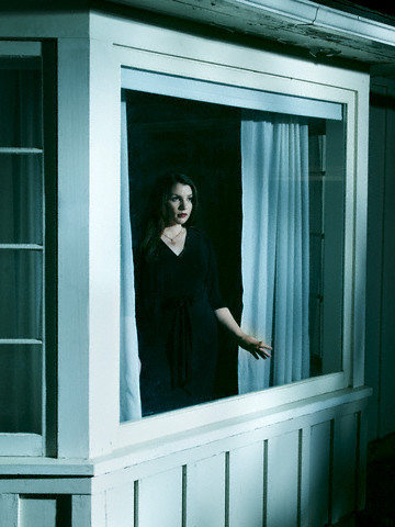 Stephenie Meyer Hintergrund probably with a window seat, a double hung window, and a front porch entitled Entertainment Weekly photoshoot