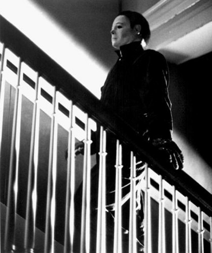 Michael Myers achtergrond possibly with a bannister and a trappenhuis called Halloween 4 (1988)