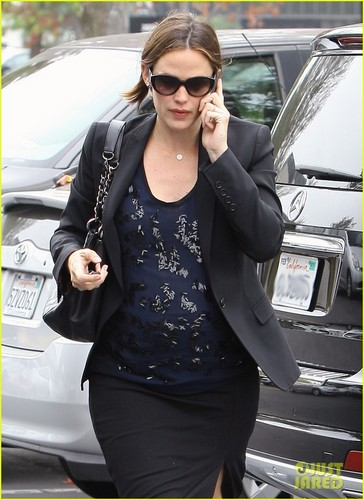 Jennifer Garner: Starbucks With Seraphina!