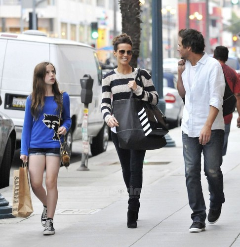 Kate Beckinsale And Family Enjoy A hari Of Shopping in Santa Monica, Oct 23