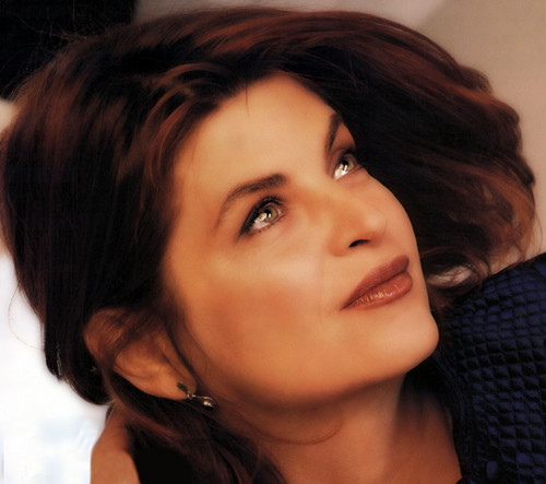 Kirstie Alley wallpaper containing a portrait entitled Kirstie Alley
