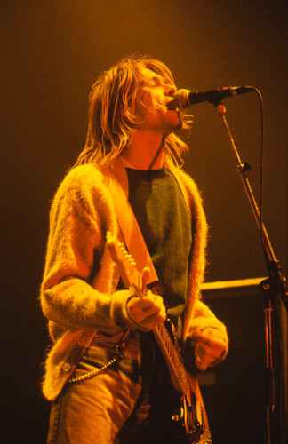 Kurt Cobain wallpaper containing a concerto and a guitarist titled Kurt♥