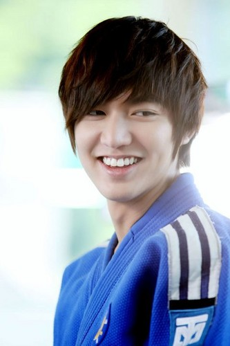 Lee Min Ho wallpaper possibly containing a portrait titled Lee Min Ho
