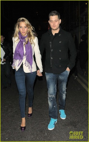 Michael Bublé wolpeyper titled Michael Buble & Luisana Lopilato: London Lovebirds!