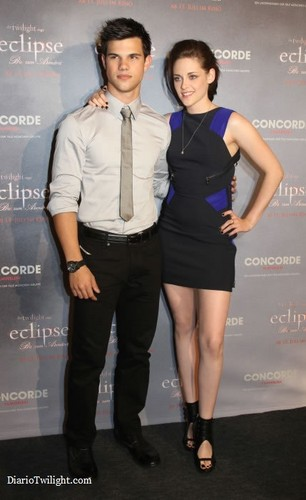 New/Old 照片 of Kristen and Taylor at the Premiere of Eclipse in Berlin