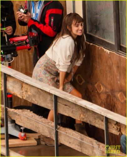 Penelope Cruz: Fun On Set of 'Venuto Al Mondo'!