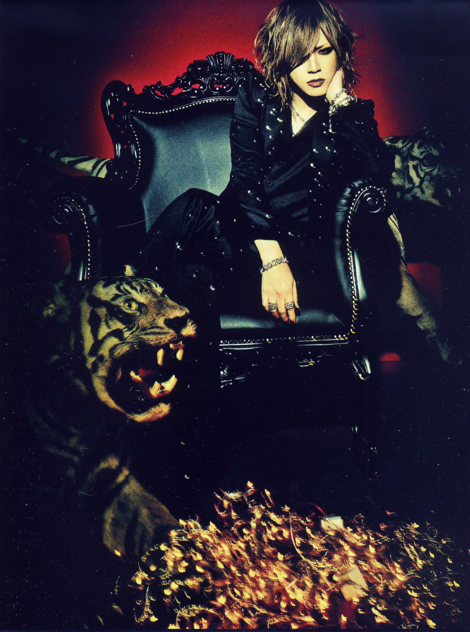 http://images5.fanpop.com/image/photos/26200000/Ruki-the-gazette-26273802-951-1280.jpg