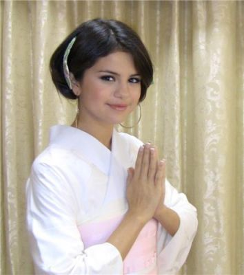 Selena's 2011 Trip To Japan