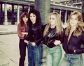 The Runaways in 1978 - the-runaways photo