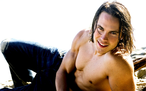 Tim Riggins wallpaper possibly containing a hunk and skin entitled Tim Riggins