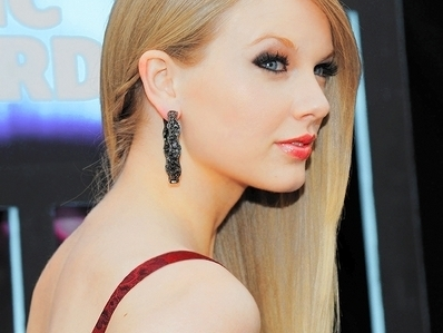 Taylor veloce, veloce, swift wallpaper with a portrait titled beautiful taylor♥
