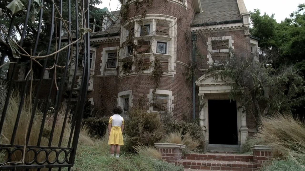 1x01 pilot american horror story image 26362067 fanpop. Black Bedroom Furniture Sets. Home Design Ideas