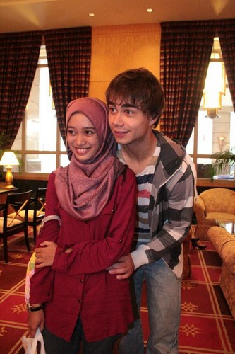 Alex meeting his Malaysian fans, 15/10/2011 :)