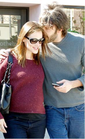 Ben and Jen sweet PDA