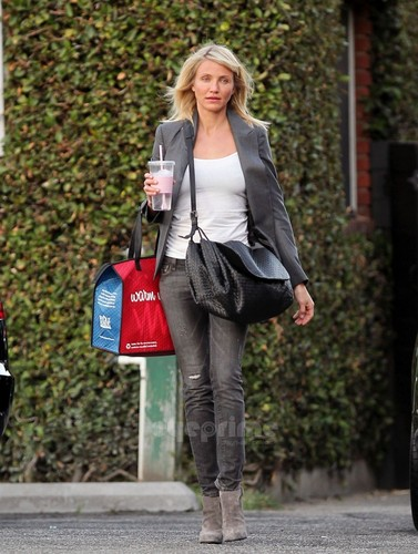 cameron diaz wallpaper probably containing a business suit titled Cameron Diaz spotted after getting her Hair done in BevHills, Oct 27