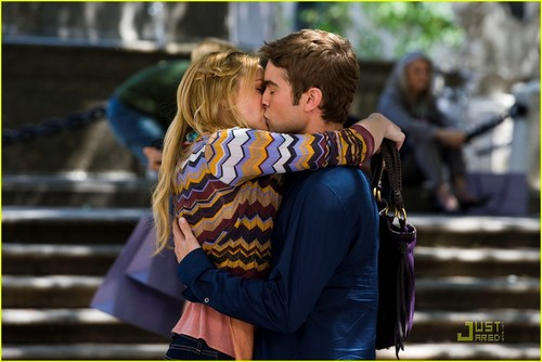 Chace Crawford and Kaylee Defer set 写真