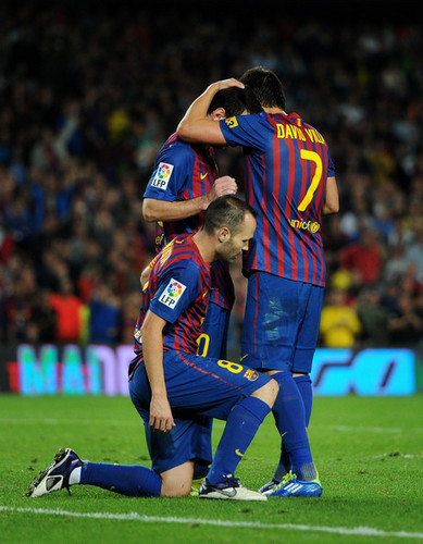 David Villa wallpaper probably with a lineman, a tight end, and a punter titled D. Villa (Barcelona - Sevilla)