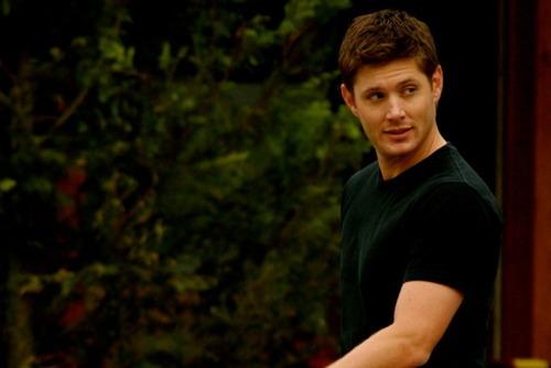 Dean Winchester kertas dinding called Dean