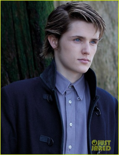 Eugene Simon Interview - Exclusive
