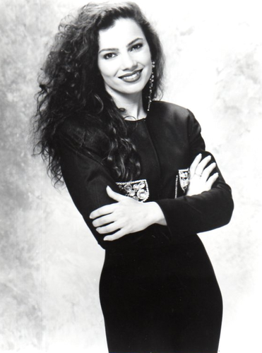 Fran Drescher Hintergrund probably with a well dressed person, an outerwear, and a haube entitled Fran Drescher
