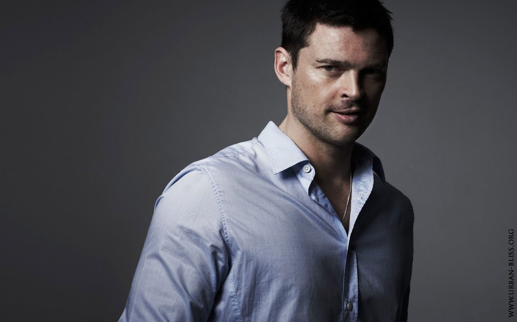 http://images5.fanpop.com/image/photos/26300000/Karl-Urban-karl-urban-26304268-1010-630.jpg