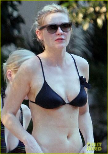 Kirsten Dunst Bares Her Bikini Bod in Vegas